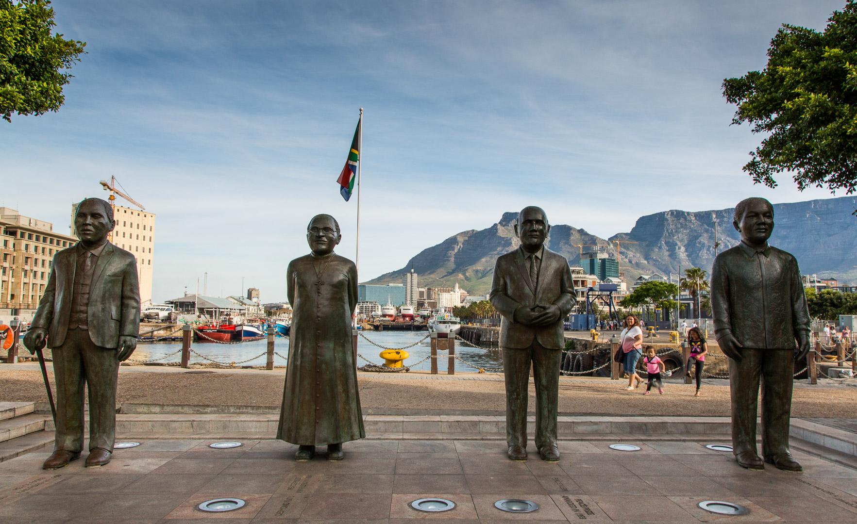 27.10. V&A Waterfront - die 4 Friedensnobelpreisträger.