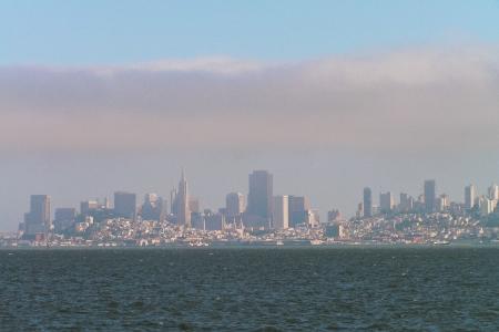 San Francisco - die Skyline von der Sausalito-Fähre aus.