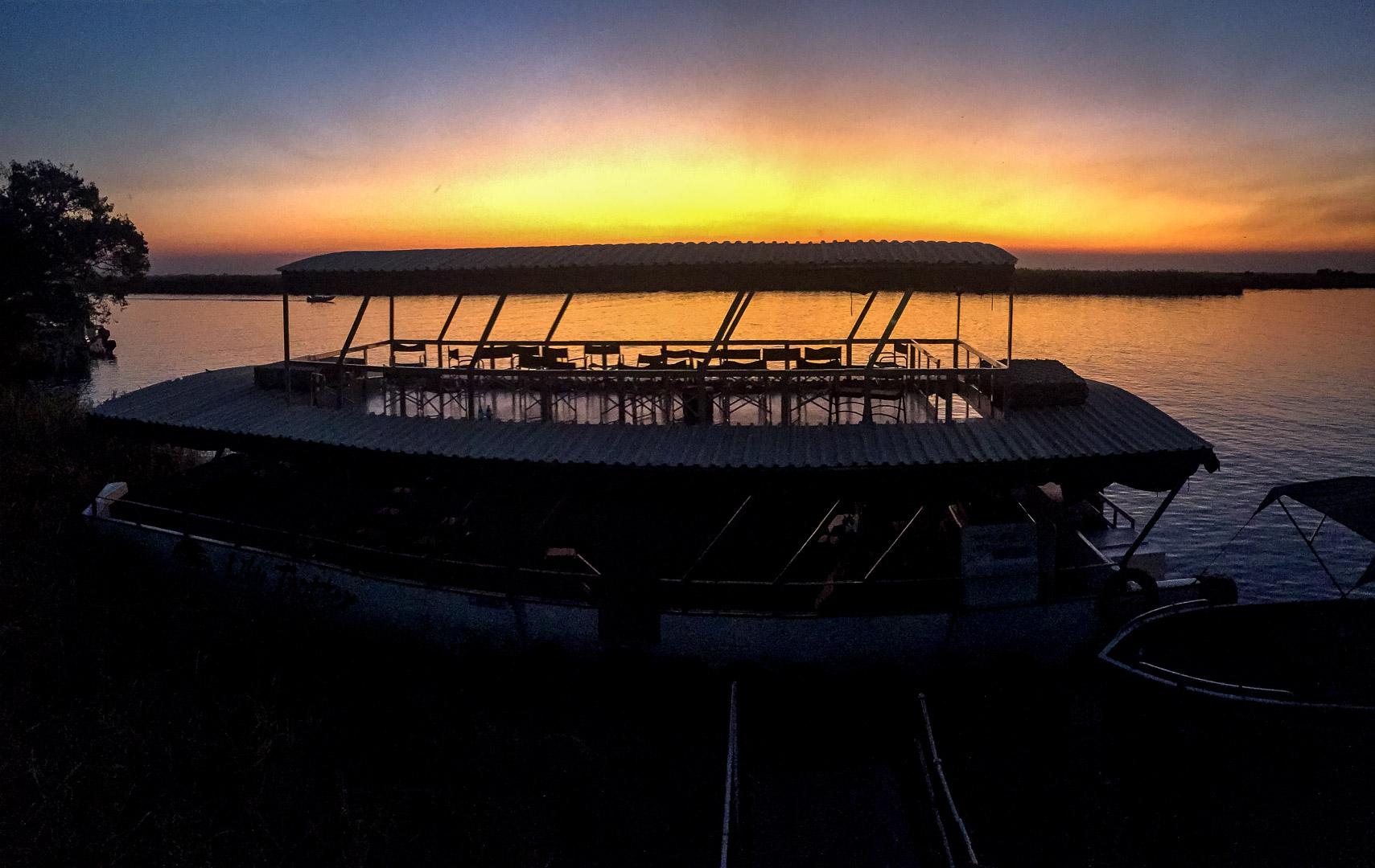 """16.7. Chobe River Sunset Tour - """"unser"""" Boot"""