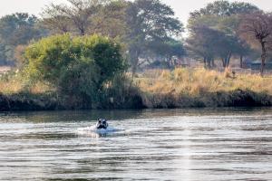 22.7. Sunrise Tour auf dem Kavango - Wütendes Hippo