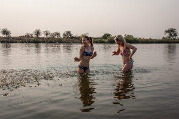 22.7. Bad im Kavango River
