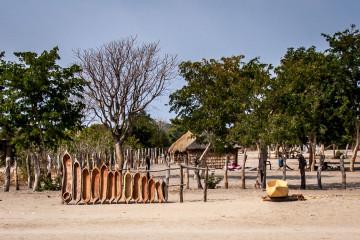 24.7. Rundu --> Roy's Restcamp - Zimmerschmuck  ;-)