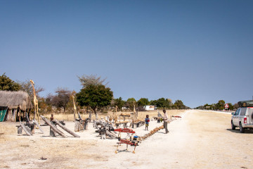 24.7. Rundu --> Roy's Restcamp - Schnitzereien
