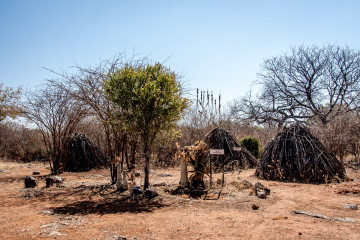 25.7. Cultural VIllage in Tsumeb: Hei//om-Buschmänner