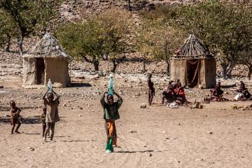 31.7. Himba-Dorf
