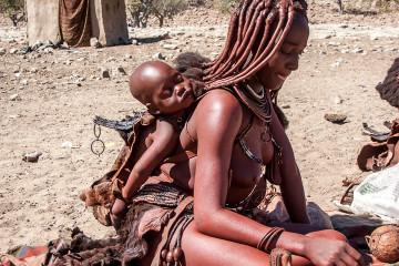 31.7. Himba-Dorf - Andenkenverkauf