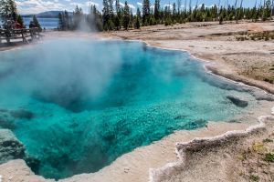22.7. West Thumb Geyser Basin - Black Pool