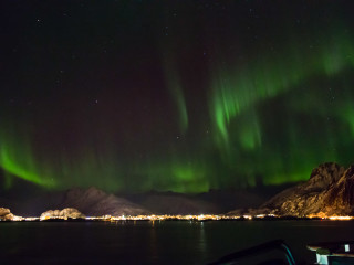 11.2. Hurtigruten mit der MS Lofoten - verwackelte Nordlichter vom Schiff aus.