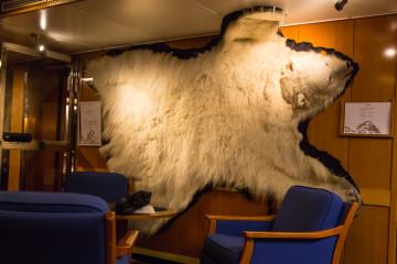 12.2. MS Lofoten, das Seebärfall an der Rezeption