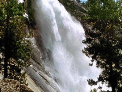 Yosemite: Nevada Falls vom Mist Trail aus.