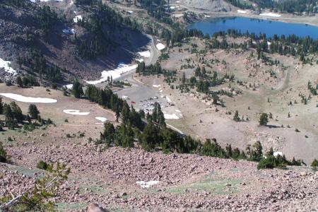 Blick vom Lassen Peak auf den Start am Lake Helen