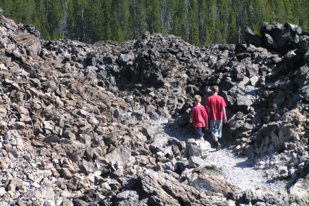 Newberry Crater in Oregon - der Obsidian-Lava-Flow.