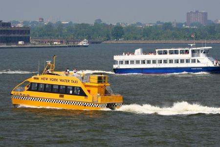 New York: Fähren auf dem Hudson River