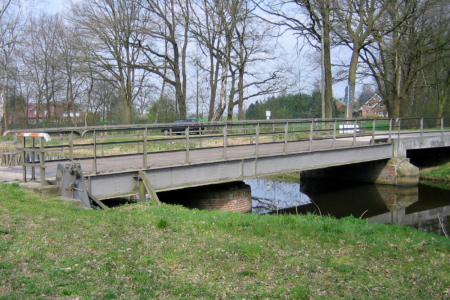 Schleuse am Coevorden-Picardie-Kanal