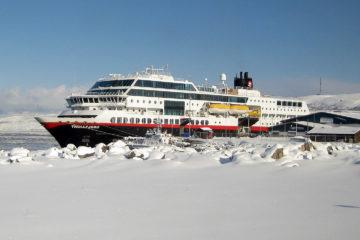 """Kirkenes: Ein letzter Blick auf """"unsere"""" MS Trollfjord."""