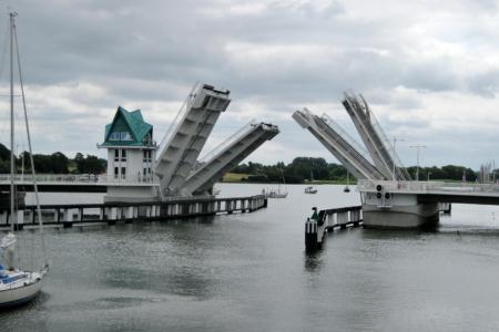 Klappbrücken über der Schlei