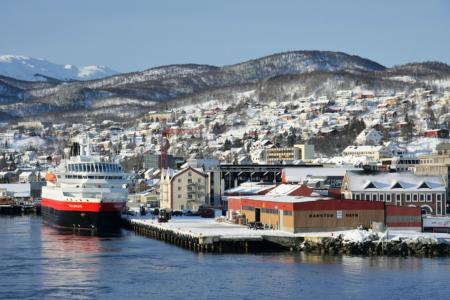 ... die MS Polarlys in Harstad ...