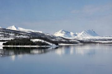 ... schneebedeckten Bergen ...