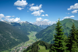 20.7. Blick vom Almkopf zur Zugspitze