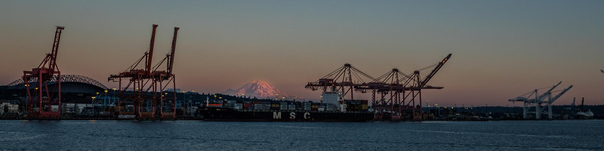 27.7.2017 - Seattle Harbour mit Mt.Rainier (97 km!) im Hintergrund