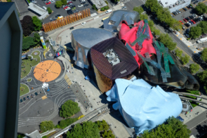 29.7.2017 - Ausblick von der Space Needle: Museum of Pop Culture