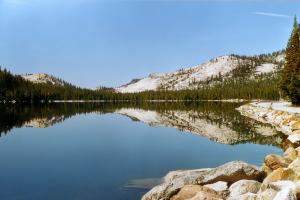 2001: Der Tenaya Lake im Yosemite.