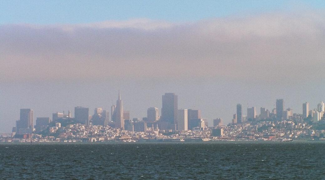 3.8.2004: San Francisco - die Skyline von der Sausalito-Fähre aus.
