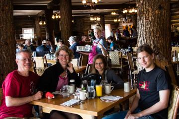 18.7. Geburtstagsfrühstück in der Roosevelt Lodge