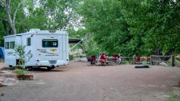 Riesen-Camping-Site im Zion, direkt am Virgin River.