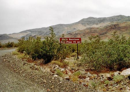 Death Valley: Ausfahrt nach Norden durch die Death Valley Road.