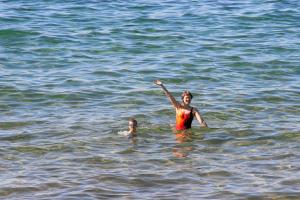 Zur Sicherheit mit Schwimmgürtel