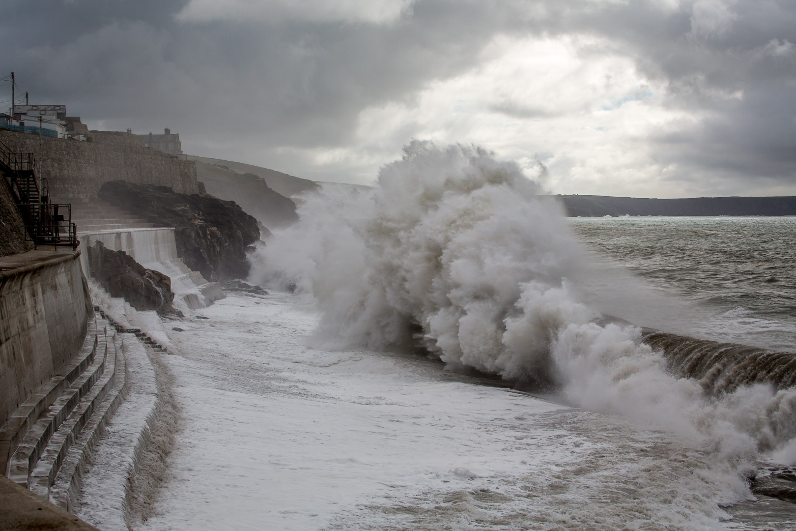 6.10. Porthleven Waves