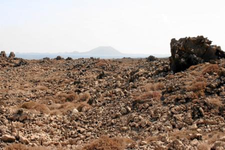 Blick über Lavafelder bis nach Lanzarote