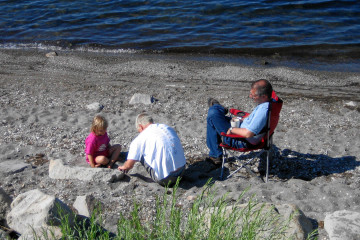 Spielen am Yellowstone Lake