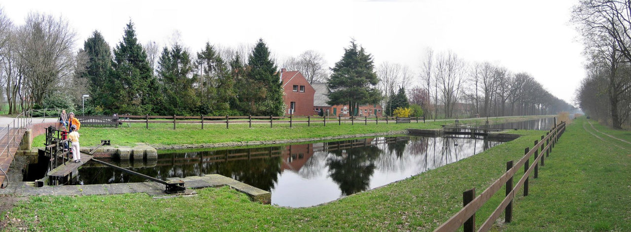 Schleuse am Coevorden-Picardie-Kanal