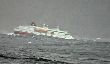 MS Kong Harald im Sturm