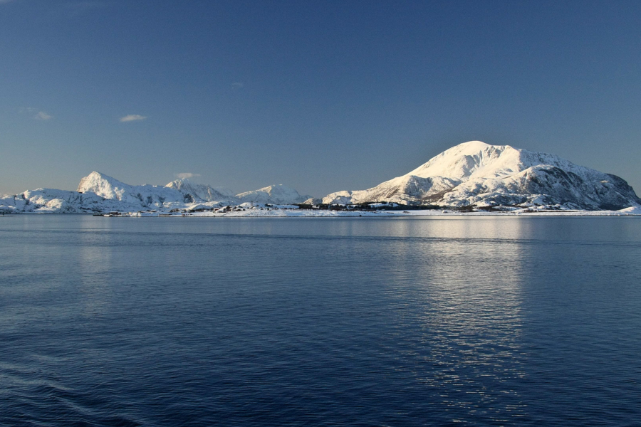 ... schneebedeckte Inseln (wir hatten strahlenden Sonnenschein :-) ...