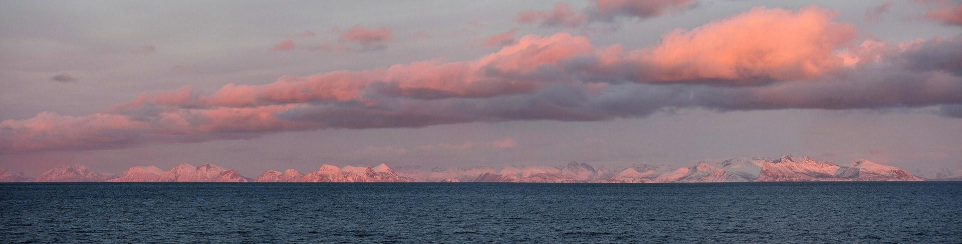 Sonnenuntergang im Vestfjord vor den Lofoten