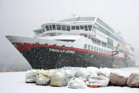 Endlich: unser Schiff, die MS Trollfjord (hier in Torvik).