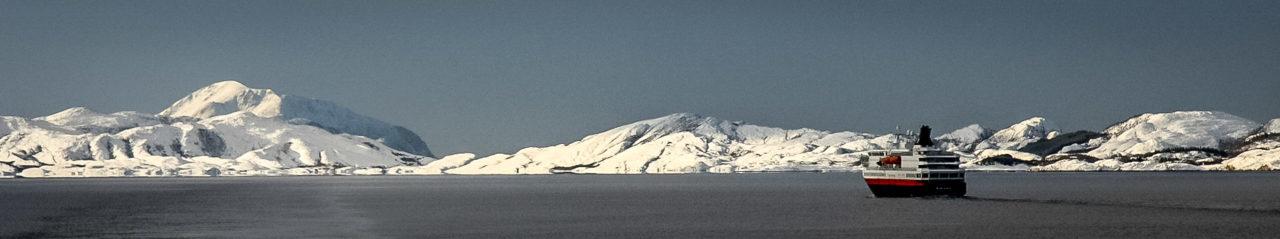 MS Nordkapp zwischen Nesna und Ørnes
