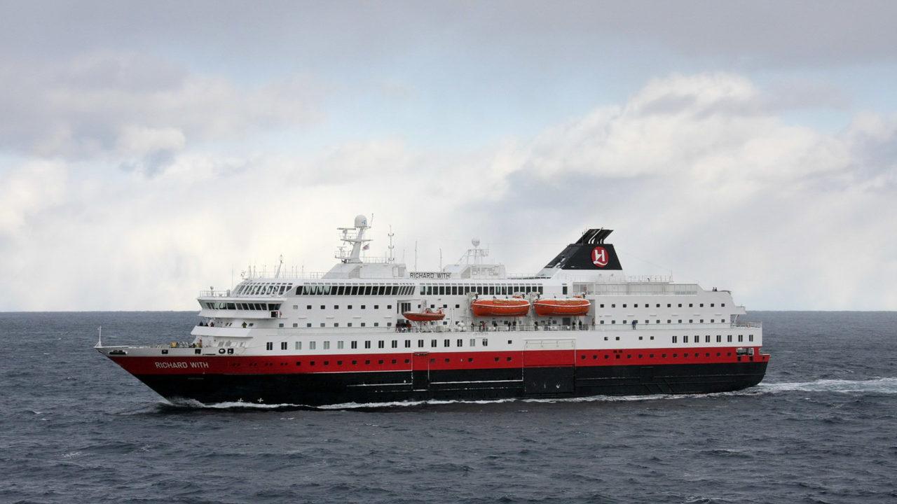 MS Richard With zwischen Hammerfest und Havøysund.