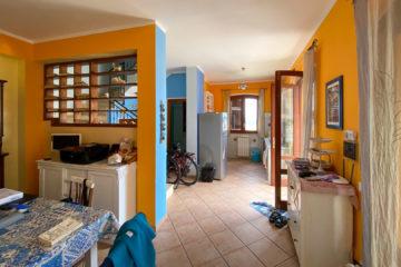8.10.2020 - Unser Airbnb in Castellammare, Blick in die Kochecke