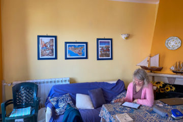 8.10.2020 - Unser Airbnb in Castellammare, Coach & Esstisch