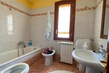 8.10.2020 - Unser Airbnb in Castellammare, Bad oben