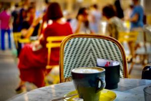 11.8.2020 - Anreise via Paris nach Le Conquet; Mittagpause im Restaurant Les Fauves